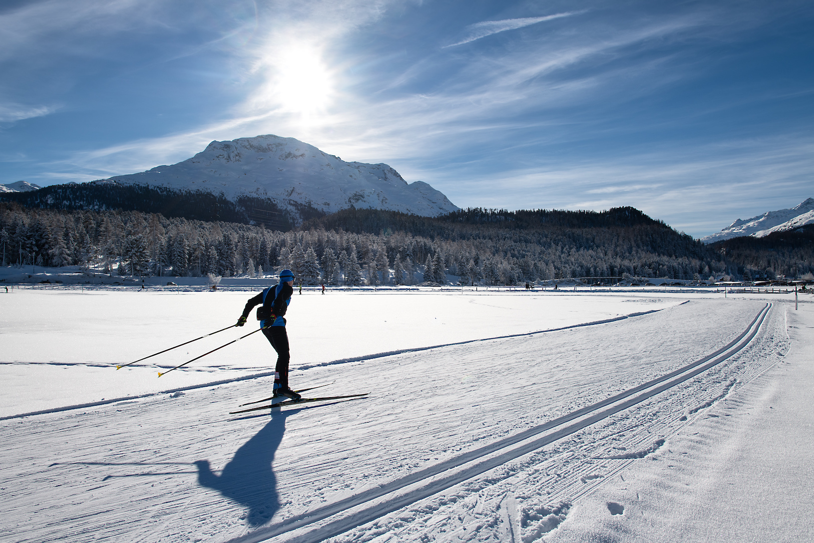 Cross-country skiing of a free technical man. Skating